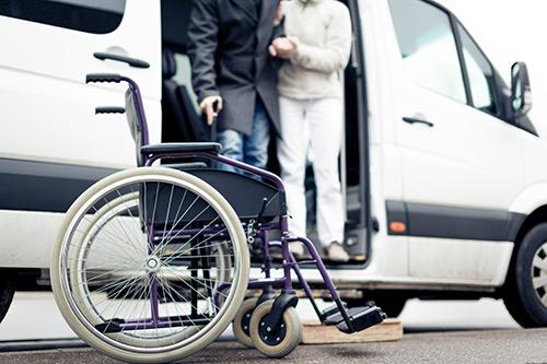 Bustransport für Rollstuhlfahrer